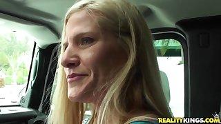 Mature blondie sucks pang penis in a car