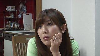 Mizumi Saki seduces her stepson