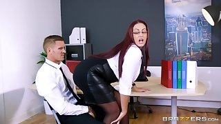Mature uses all her ripping to accommodate the best fuck for her boss