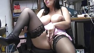 Prex hottie Josephine James loves stripping down with respect to a difficulty office