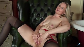 Of the first water lady loves posing hot when masturbating